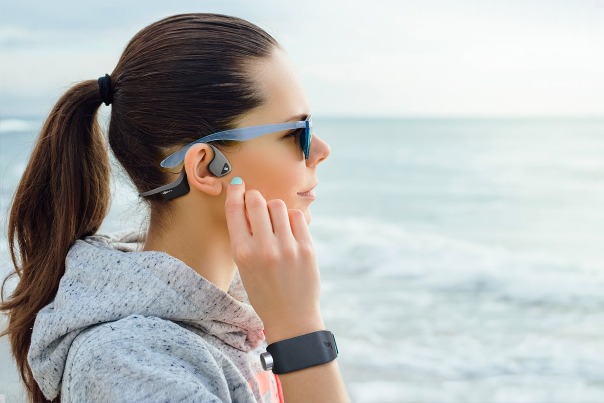 Women wearing a Sunu Band and a pair of Aftershokz